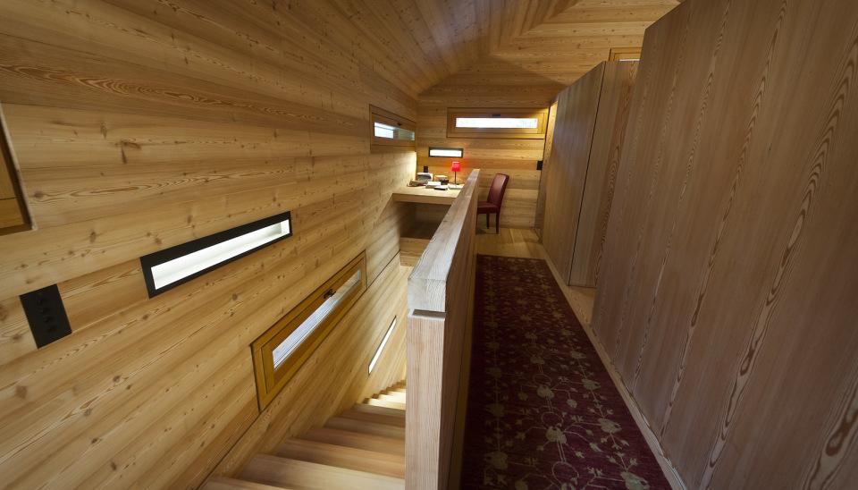 Refugio alpino hecho en madera con un toque moderno 11