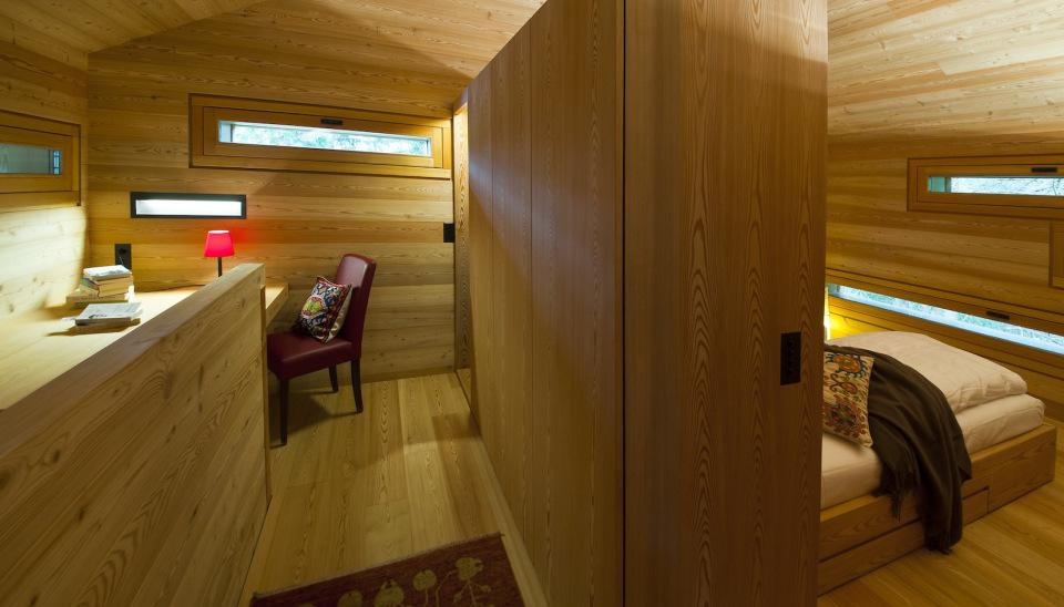 Refugio alpino hecho en madera con un toque moderno 12