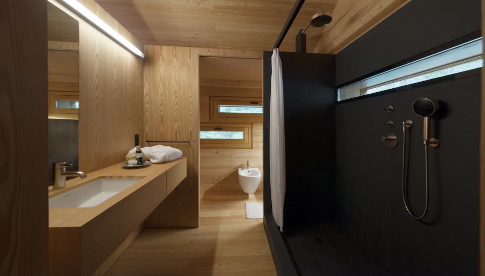 Refugio alpino hecho en madera con un toque moderno 15