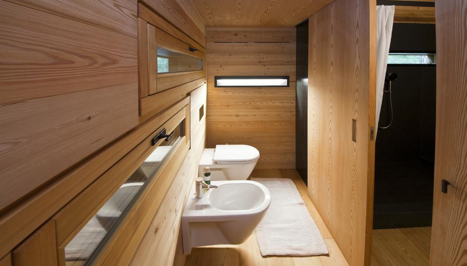 Refugio alpino hecho en madera con un toque moderno 17