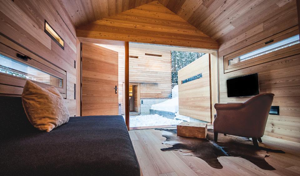 Refugio alpino hecho en madera con un toque moderno 19