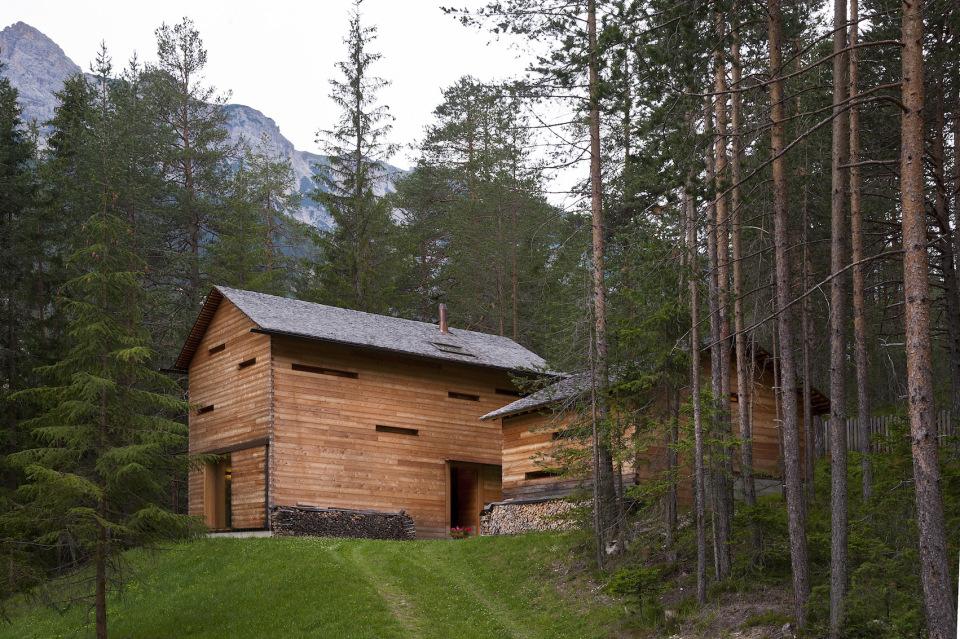Refugio alpino hecho en madera con un toque moderno 2