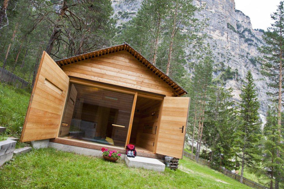 Refugio alpino hecho en madera con un toque moderno 20
