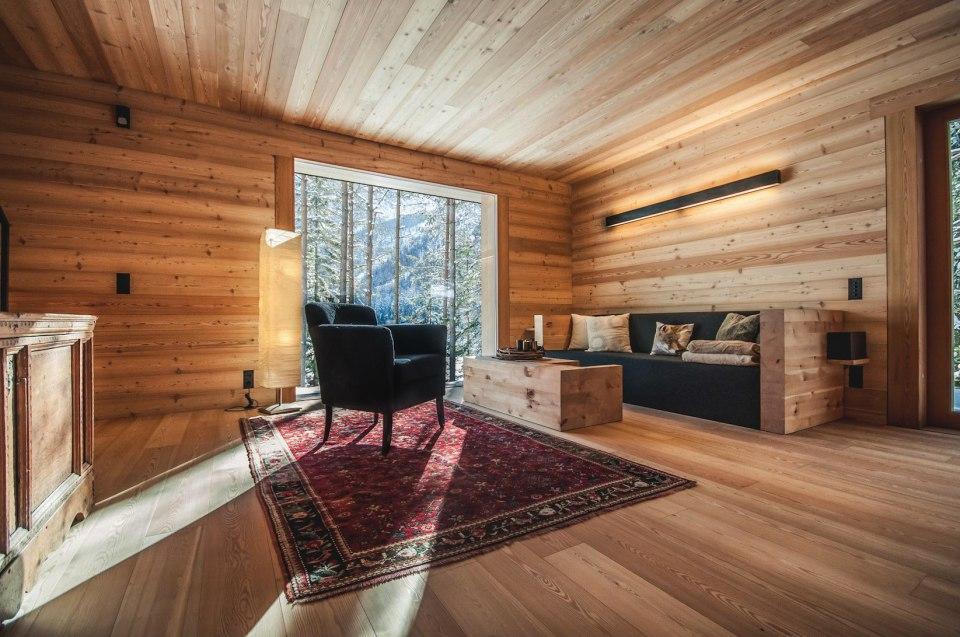 Refugio alpino hecho en madera con un toque moderno 5