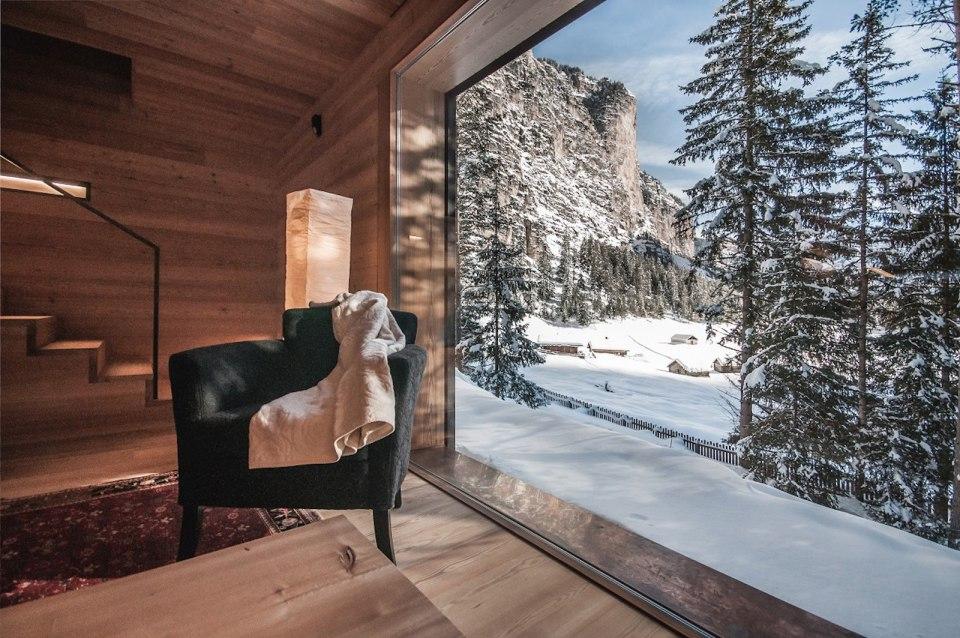 Refugio alpino hecho en madera con un toque moderno 6