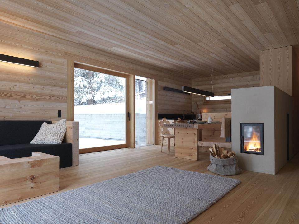 Refugio alpino hecho en madera con un toque moderno 7