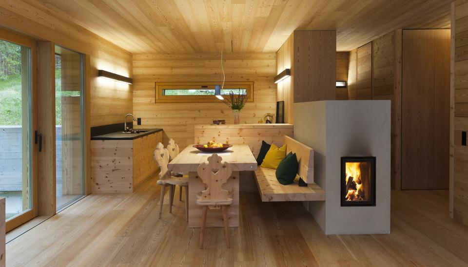 Refugio alpino hecho en madera con un toque moderno 8