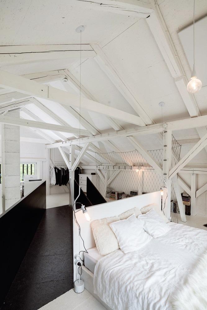 Un viejo granero reconstruido en un hogar de estilo escandinavo 11