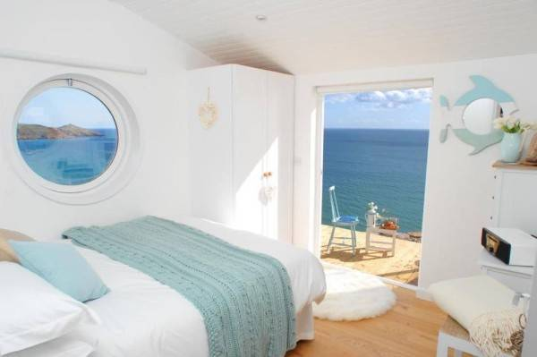 Una pequeña casa rural con encanto situada al lado del océano 10