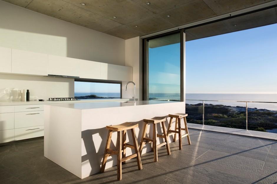 Apartamento de verano que se fusiona con sus vistas gracias a su diseño geométrico 11