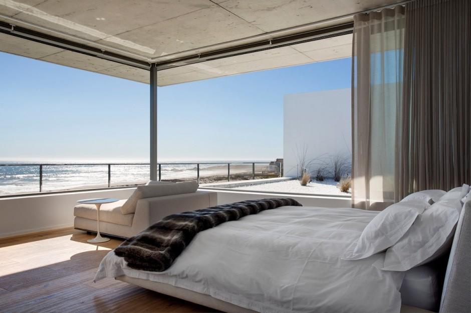 Apartamento de verano que se fusiona con sus vistas gracias a su diseño geométrico 17