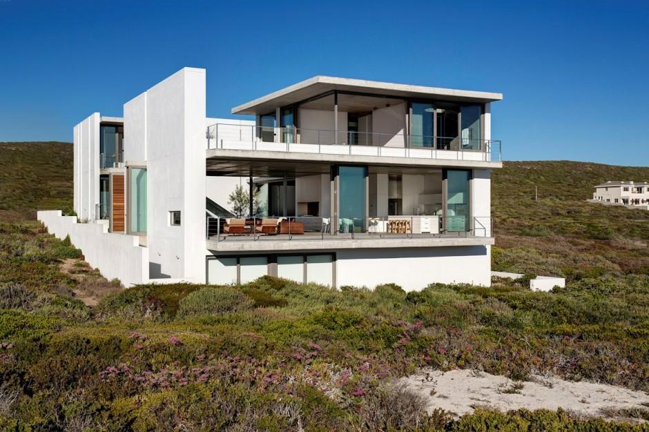 Apartamento de verano que se fusiona con sus vistas gracias a su diseño geométrico 2