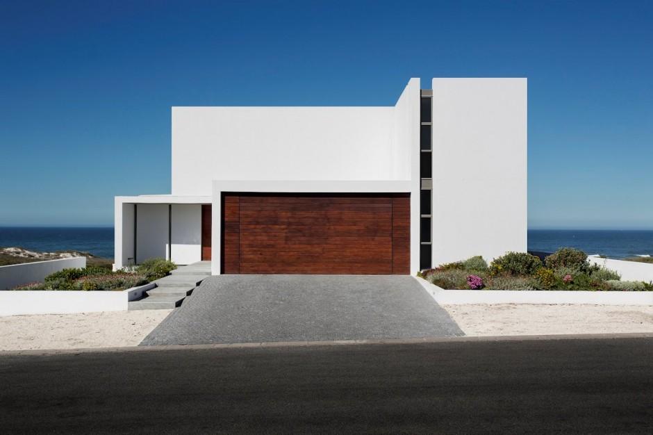 Apartamento de verano que se fusiona con sus vistas gracias a su diseño geométrico 3