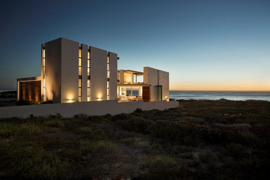 Apartamento de verano que se fusiona con sus vistas gracias a su diseño geométrico 4