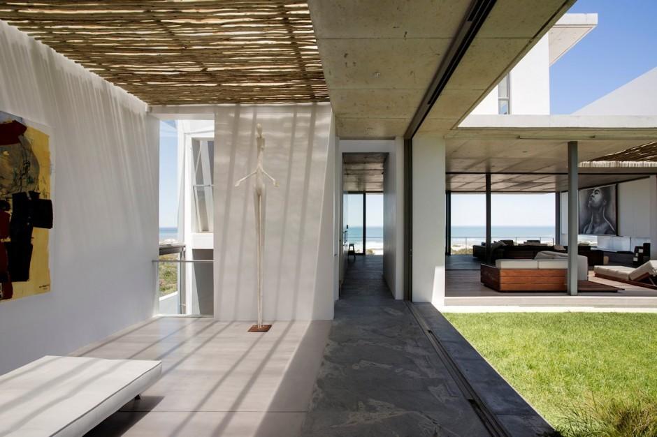 Apartamento de verano que se fusiona con sus vistas gracias a su diseño geométrico 5