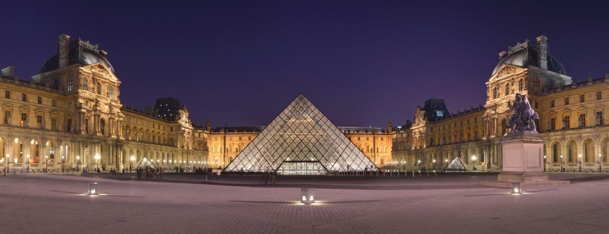 Pirámide del Louvre, obra de Leoh Ming Pei