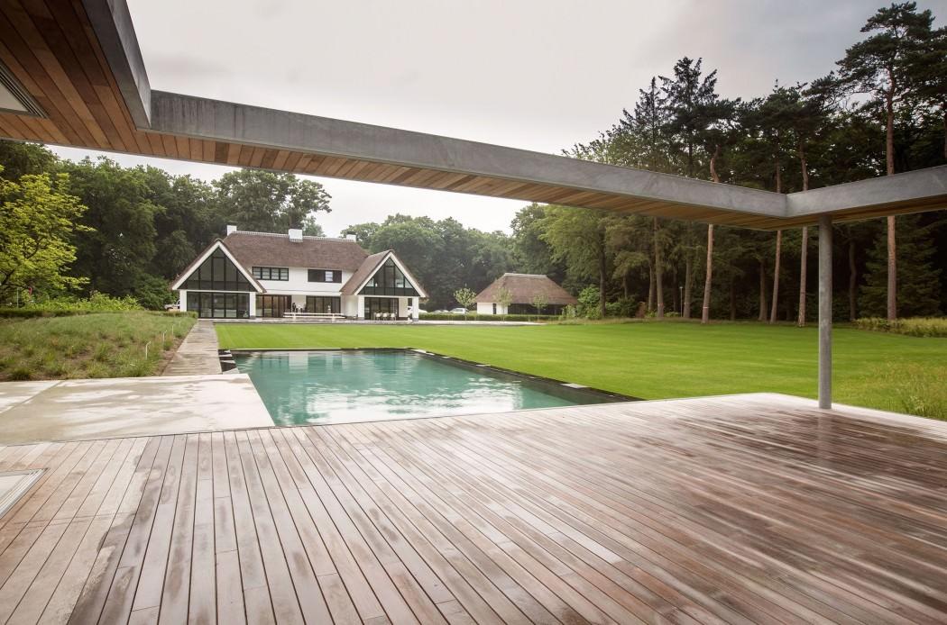 Casa de campo moderna y transparente con una galería para el coche 14