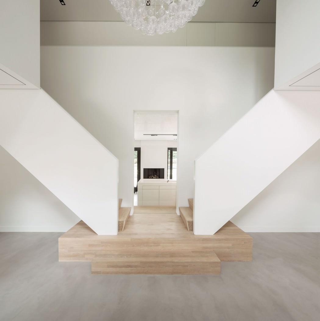 Casa de campo moderna y transparente con una galería para el coche 3