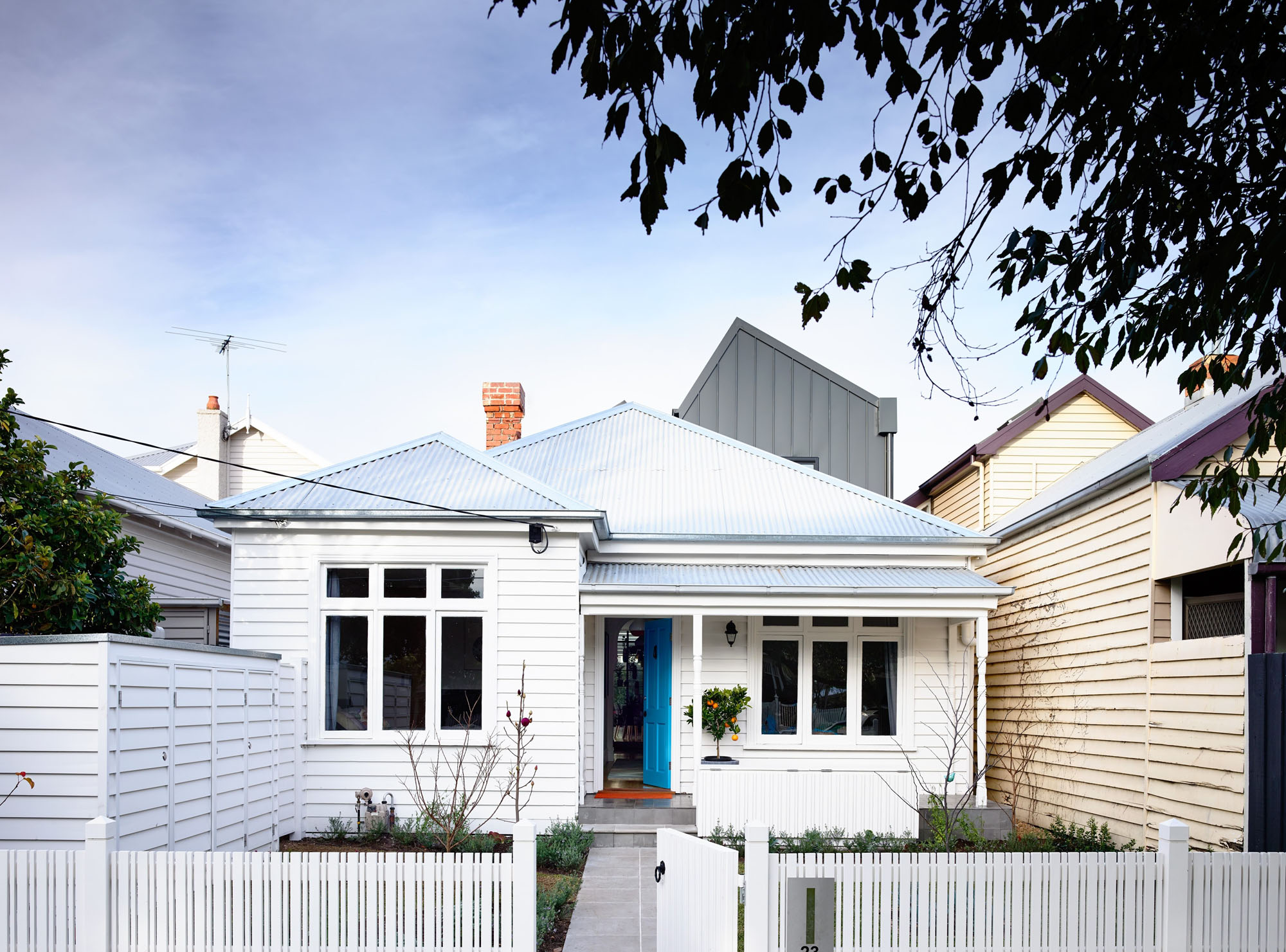 Casa de campo reconstruida como un hogar divertido y moderno 1