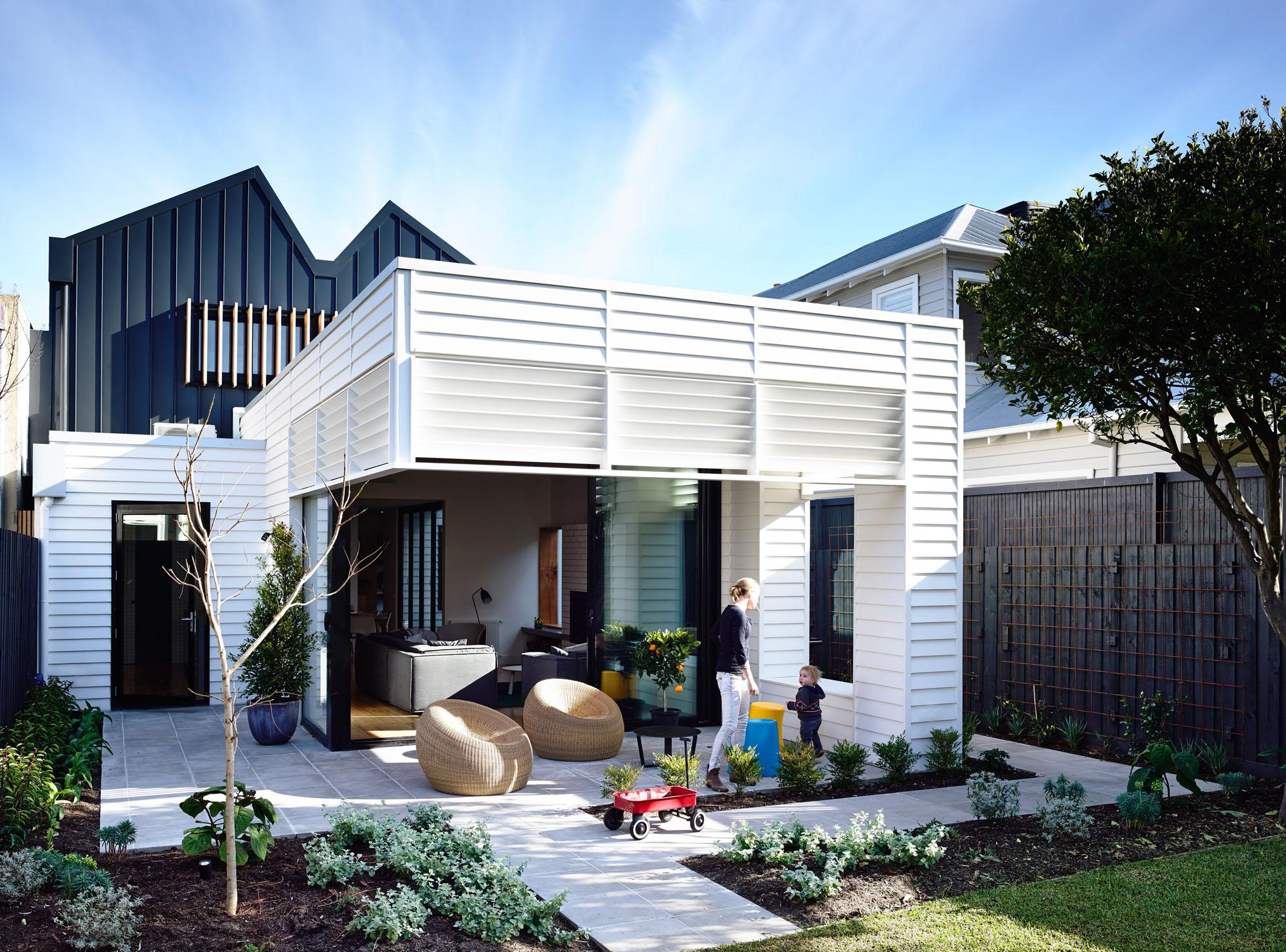 Casa de campo reconstruida como un hogar divertido y moderno 2