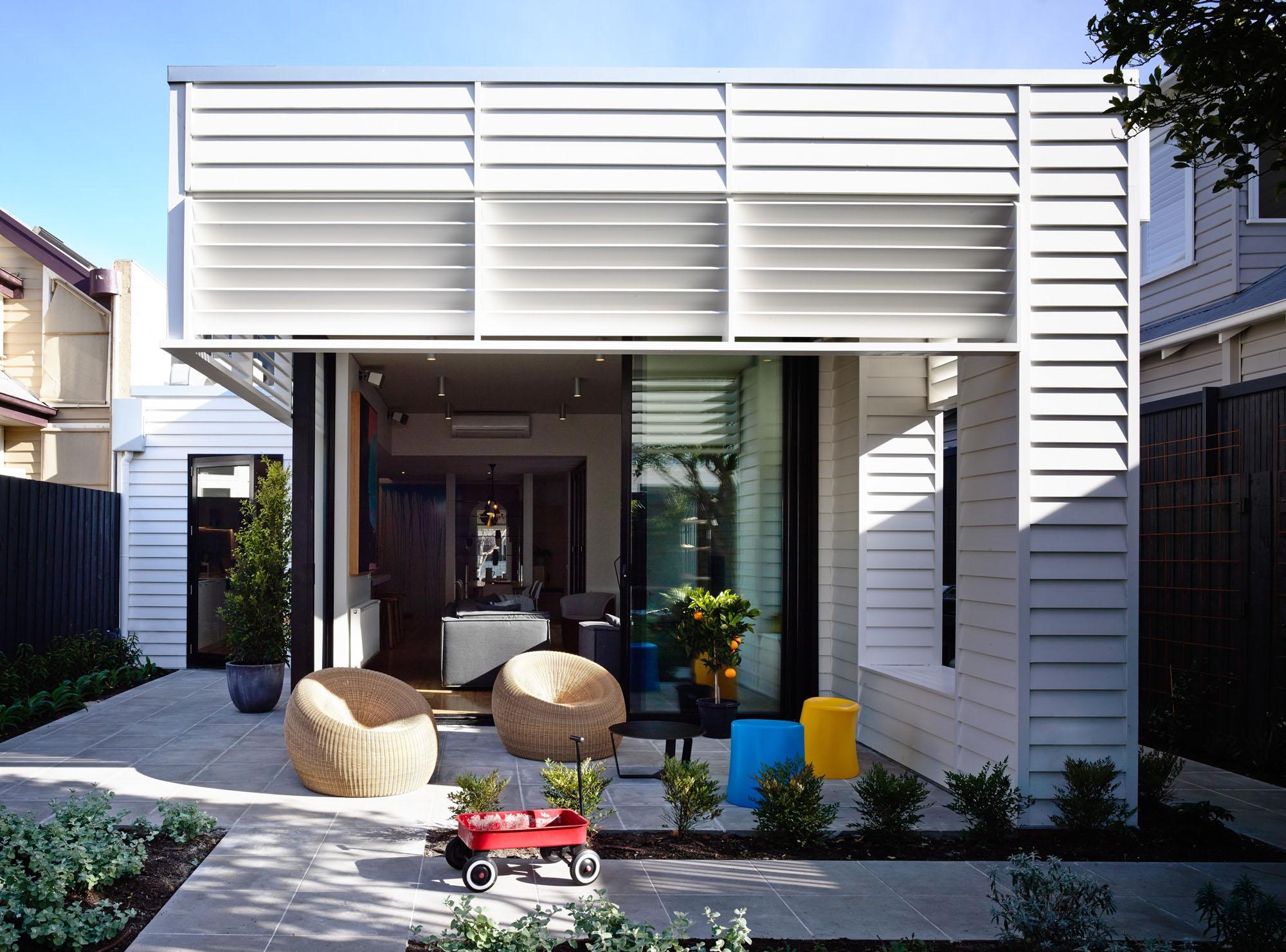 Casa de campo reconstruida como un hogar divertido y moderno 4