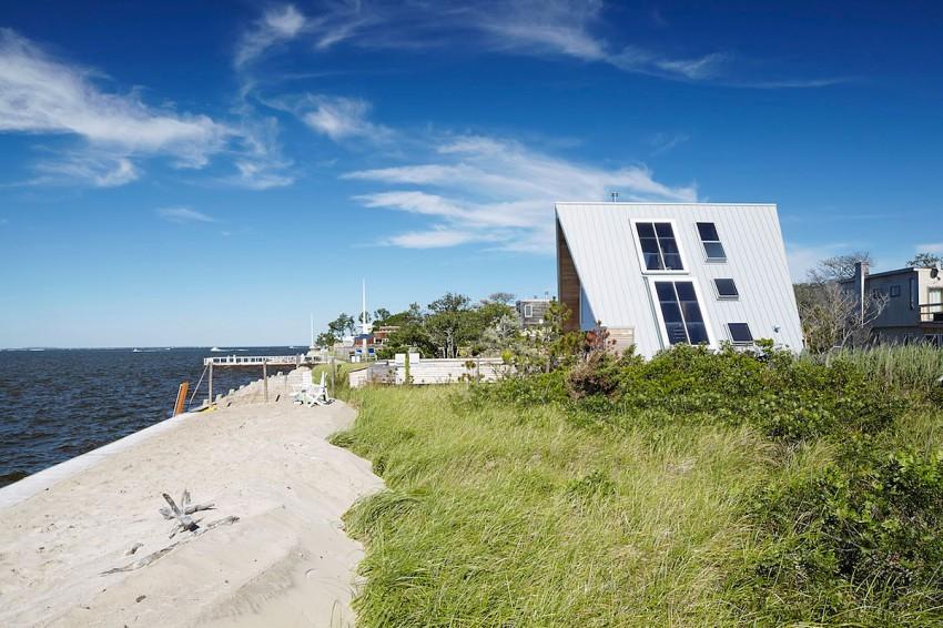 Esta casa de al lado de la playa reinventa el diseño irónico de los 60 1