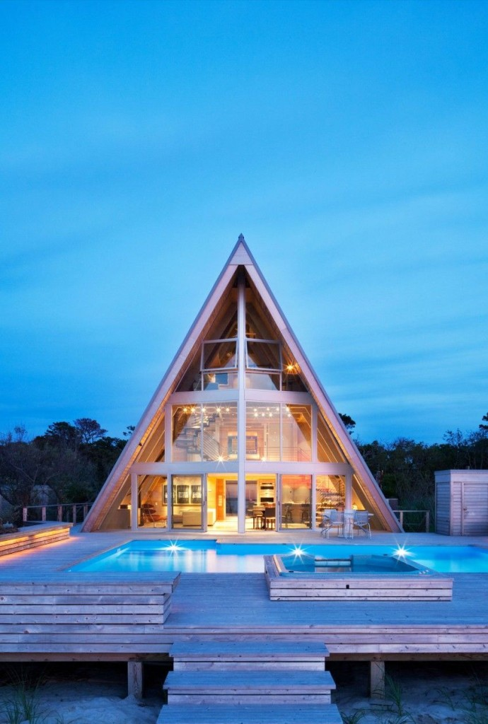 Esta casa de al lado de la playa reinventa el diseño irónico de los 60 15