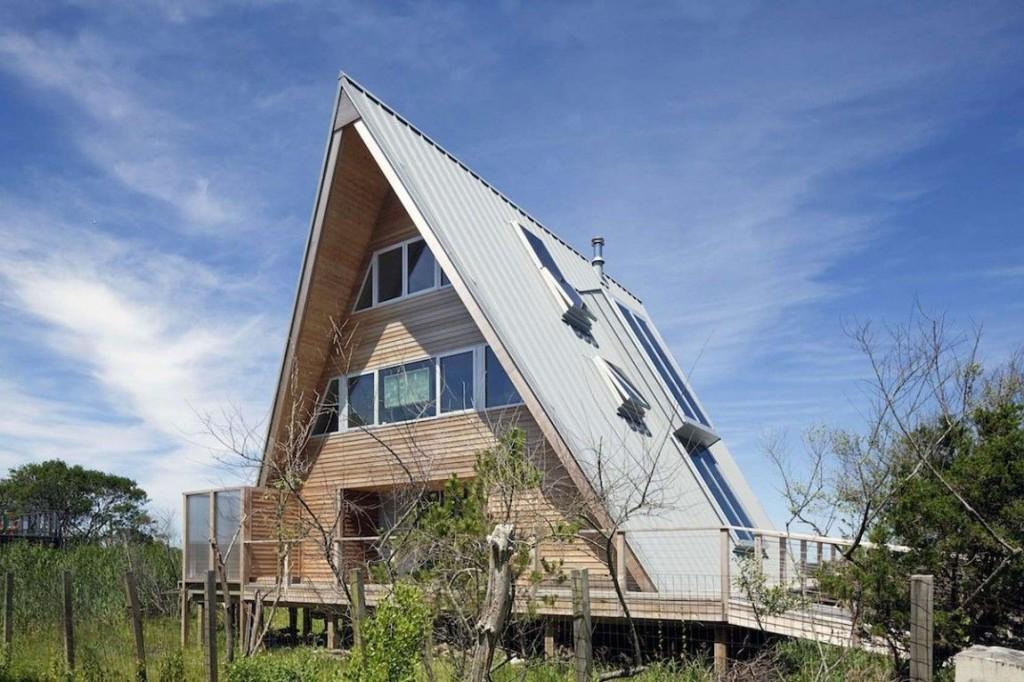 Esta casa de al lado de la playa reinventa el diseño irónico de los 60 2