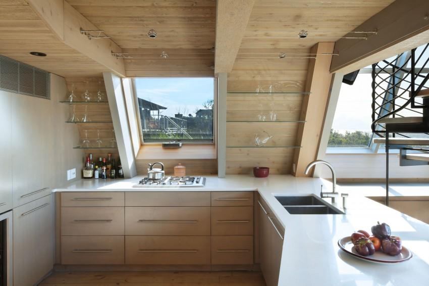 Esta casa de al lado de la playa reinventa el diseño irónico de los 60 8