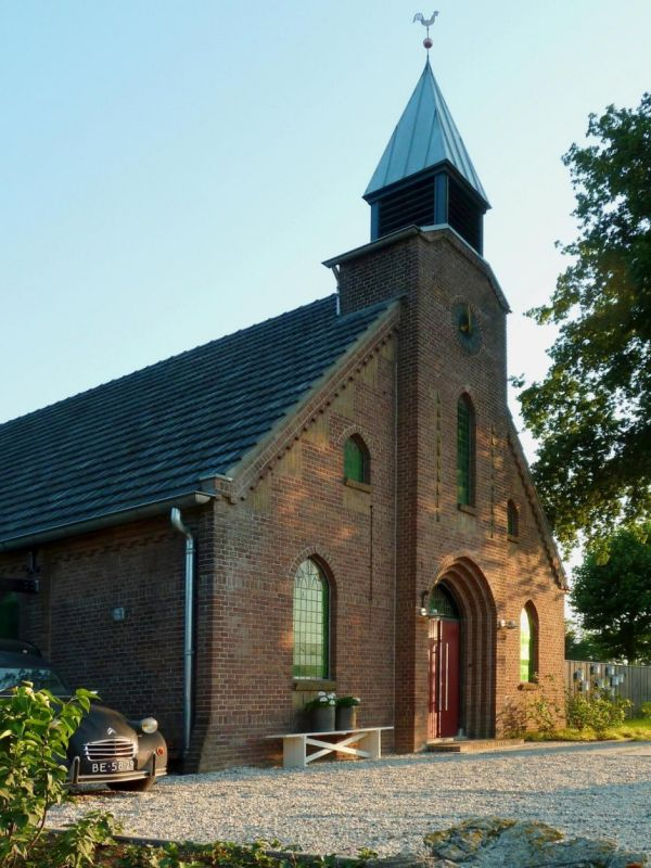 Histórica iglesia convertida en una casa privada en Holanda 1