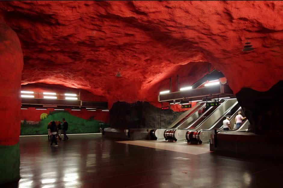 estacion de metro moderno 13