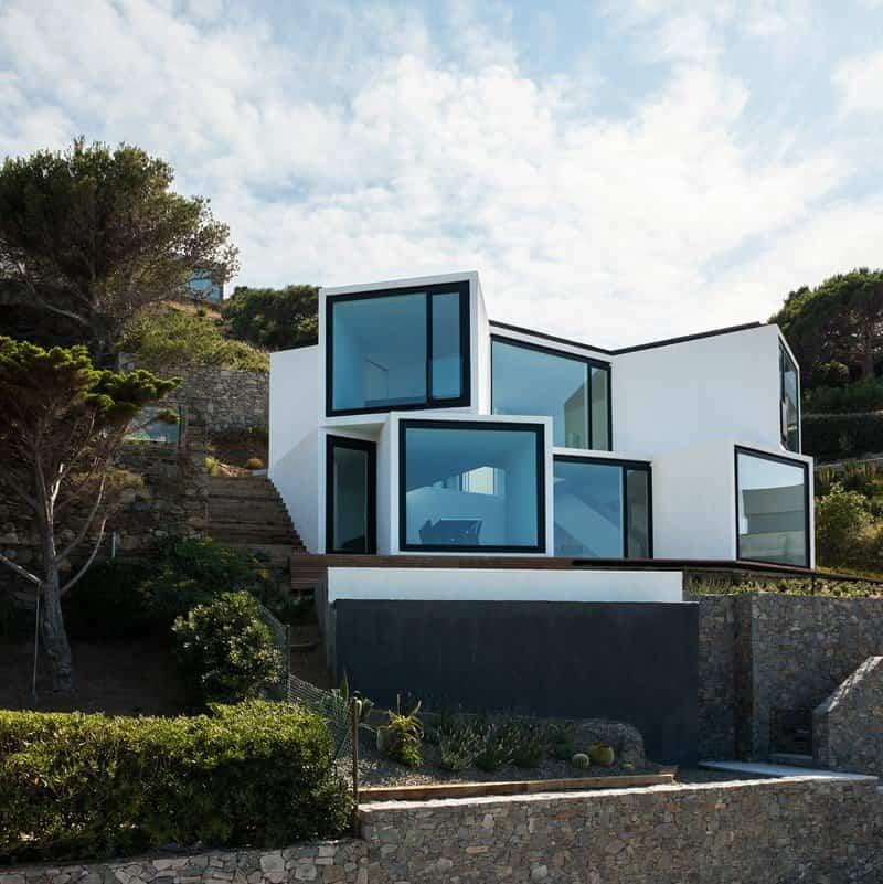 moderna casa que se abre como un girasol para capturar