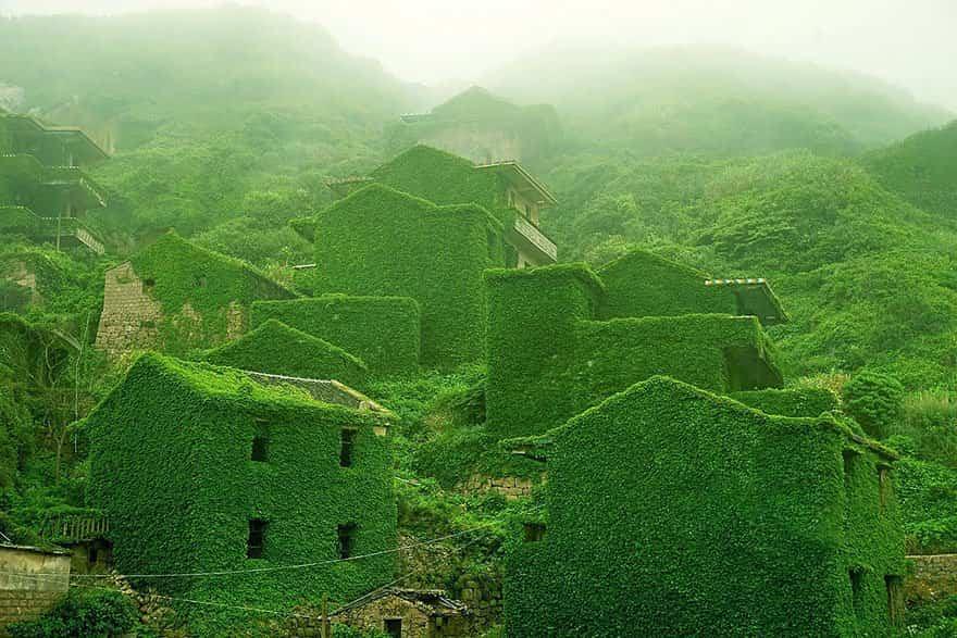 pueblo chino tragado por la naturaleza 1
