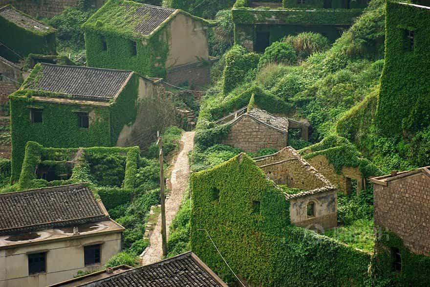 pueblo chino tragado por la naturaleza 2