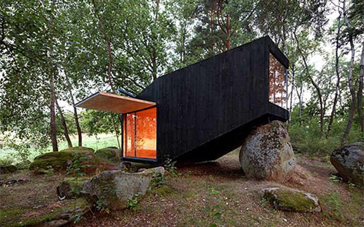 casa apoyada sobre una roca en bohemia 1