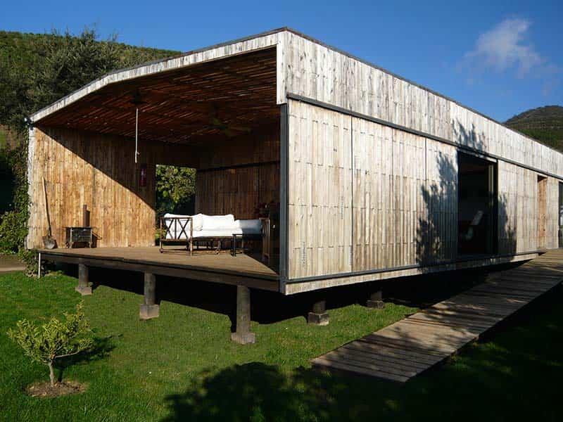 parte trasera casa de pallets de madera