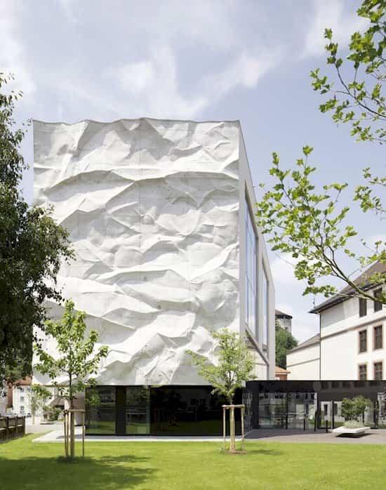 fachadas de edificios High School Crinkled Wall