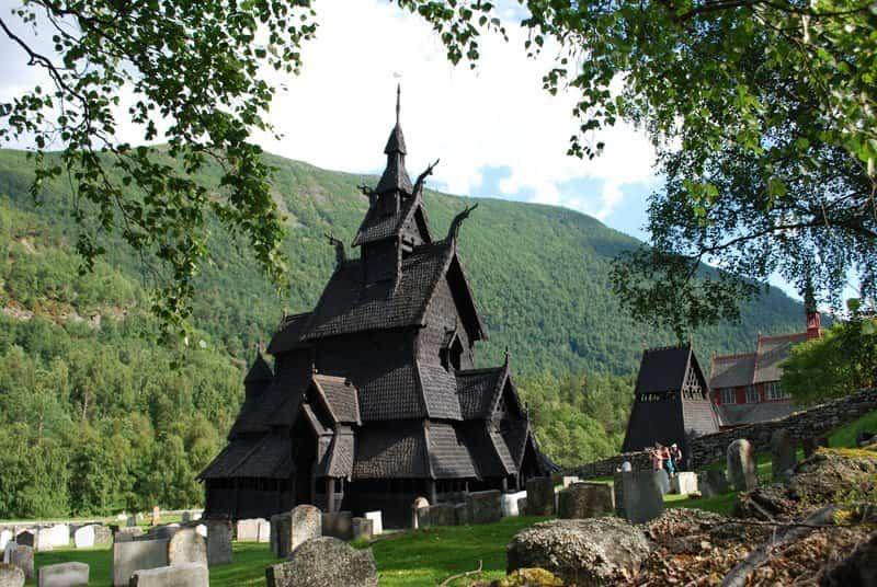 iglesia de estilo medieval borgund