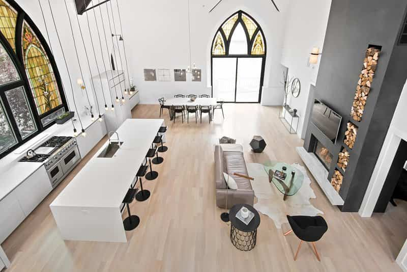 amplio hall en esta iglesia reformada