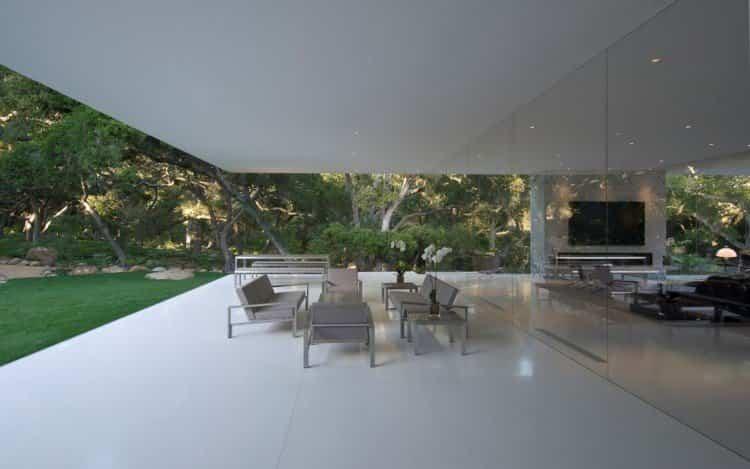 un salón muy minimalista