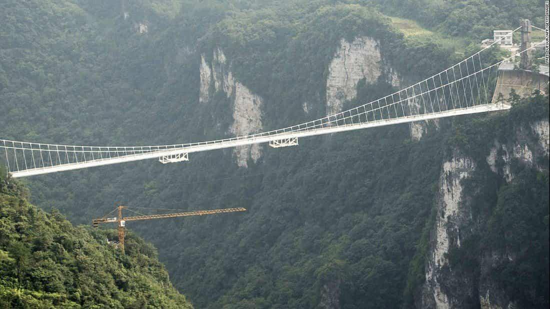 puente de cristal colgante en china cerrado