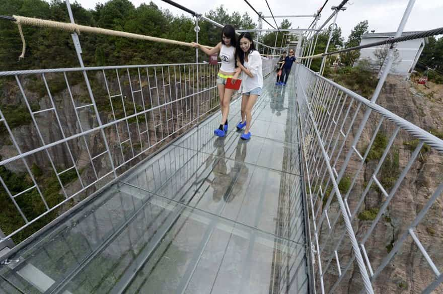 Puente de cristal con 24 milímetros de grosor