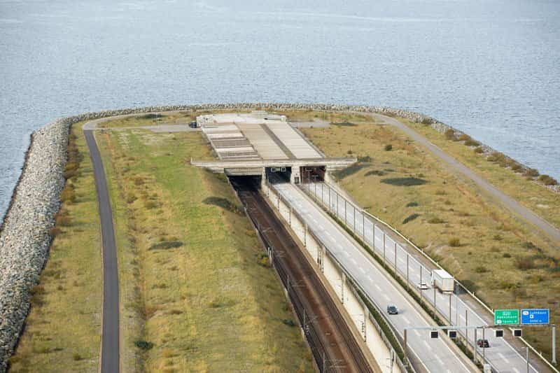 Entrada a los túneles en la isla artificial del Puente Øresund