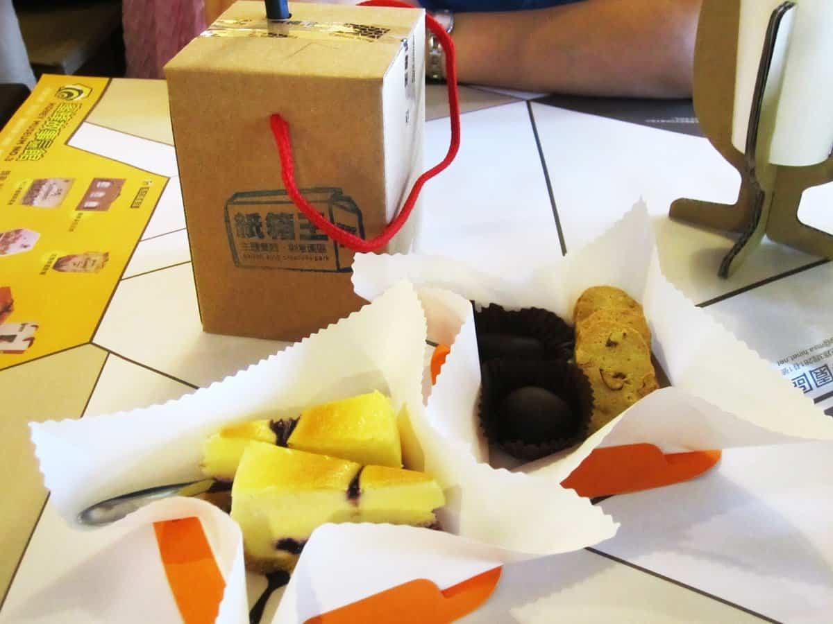 Restaurante construido con cartón reciclado - comida a domicilio