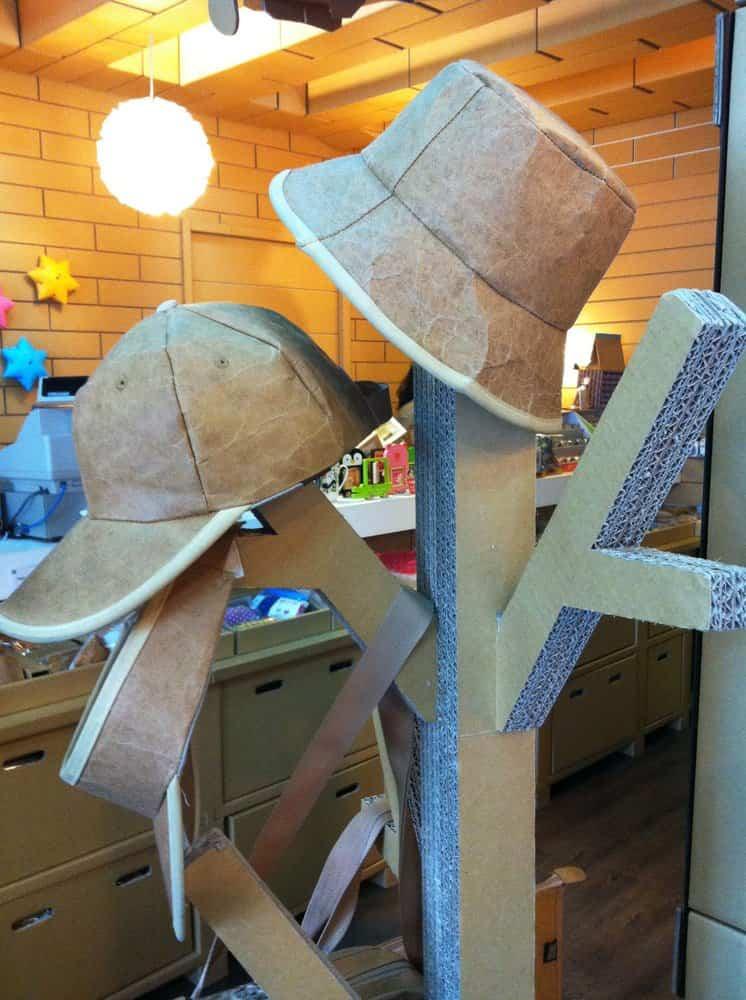 Restaurante construido con cartón reciclado - objetos souvenirs