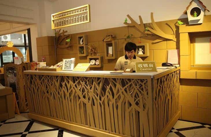 Restaurante construido con cartón reciclado - tratamiento ignífugo