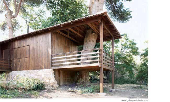 Contenedores reciclados - casa del árbol
