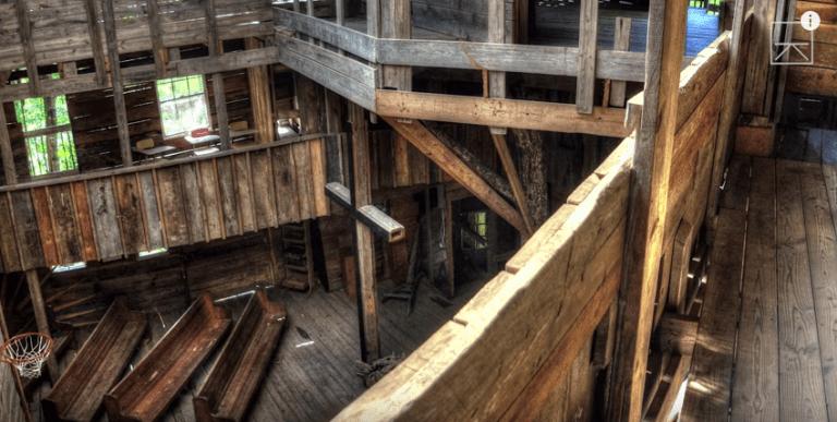Casa del árbol donde se utilizó más de 200000 clavos