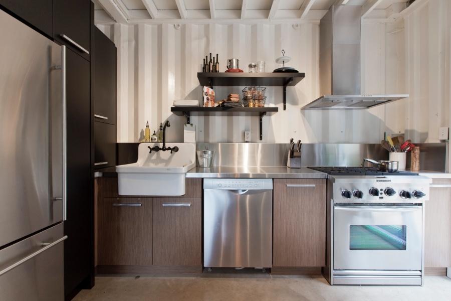 mansión con contenedores de mercancías - cocina espaciosa
