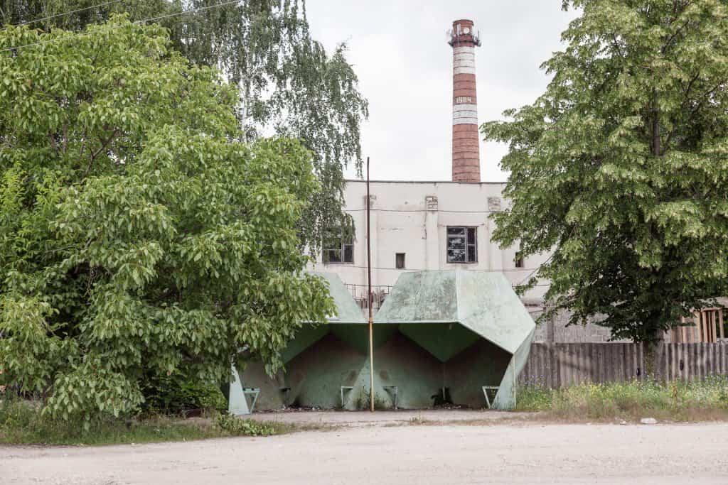 Arquitectura soviética parada de autobús - Moldavia